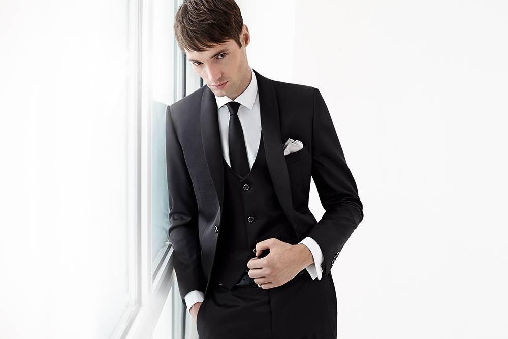 Costume de mariage noir gilet et cravate slim Lubiam 1911 sur ... 6be23586d1f